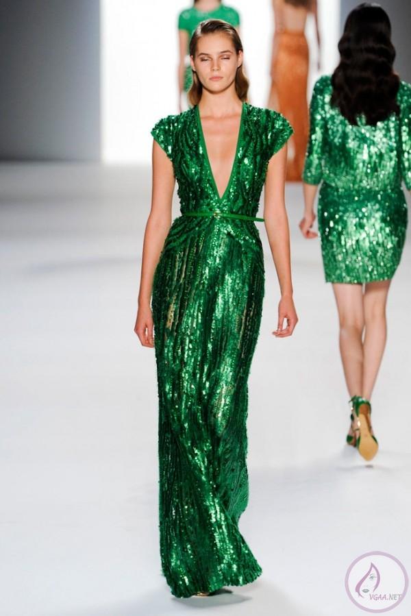 Yeşil-Uzun-Pullu-Elbise-600x899