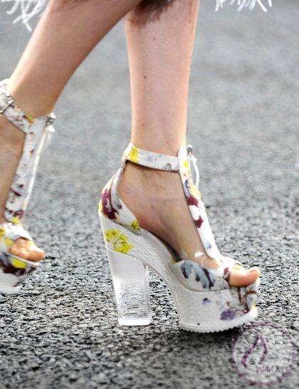 çiöek-desenli-2014-yaz-ayakkabı-modeli