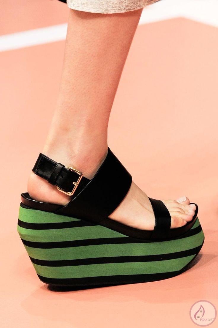 dolgu-topuklu-yaz-bayan-ayakkabı-modelleri-2014
