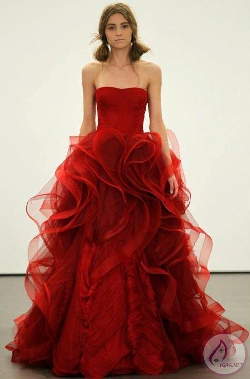 kırmızı-şifon-ve-tül-volanlı-abiye-elbise